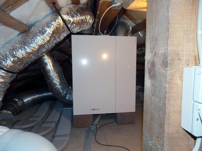 Lüftungsgerät auf Dachboden Wohnungssanierung
